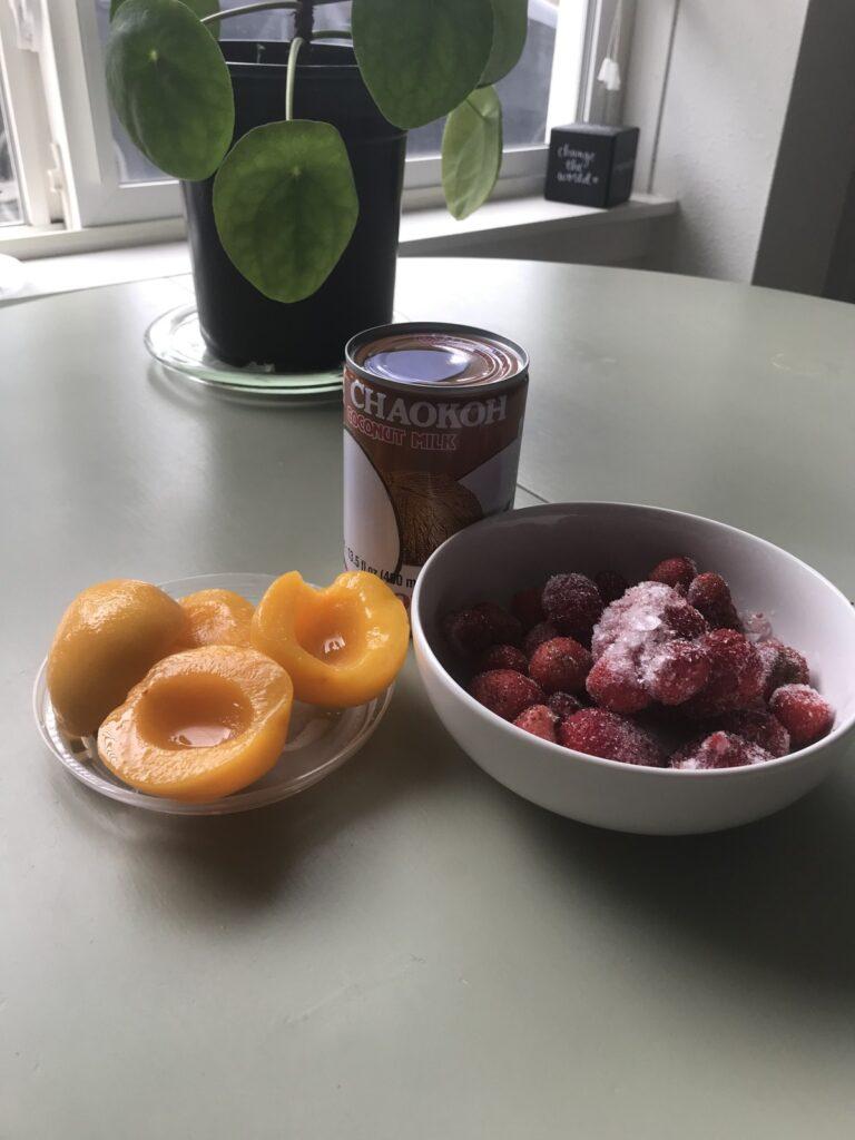 Strawberry smoothie ingredients