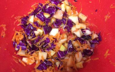 Apple Cabbage Crunch / Crujido (Ensalada) de Manzana y Repollo
