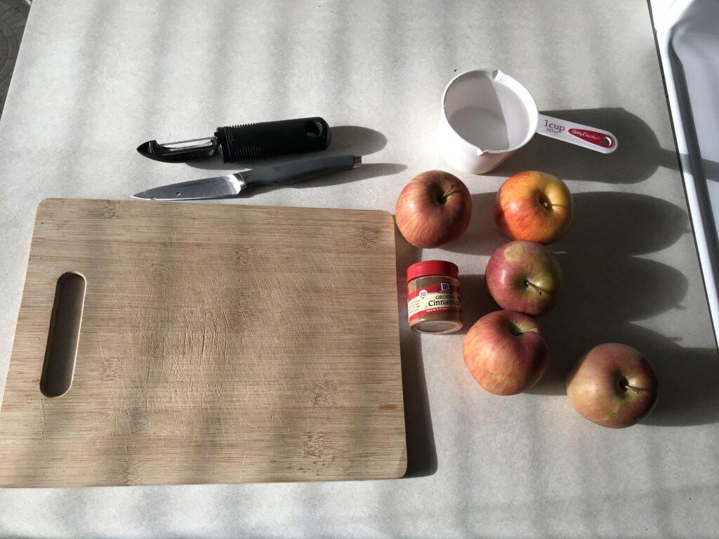 Ingredients of applesauce